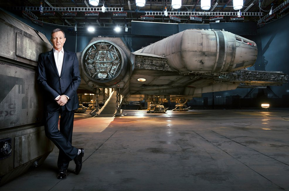 New photo of the millennium falcon in star wars the force for Force interieur