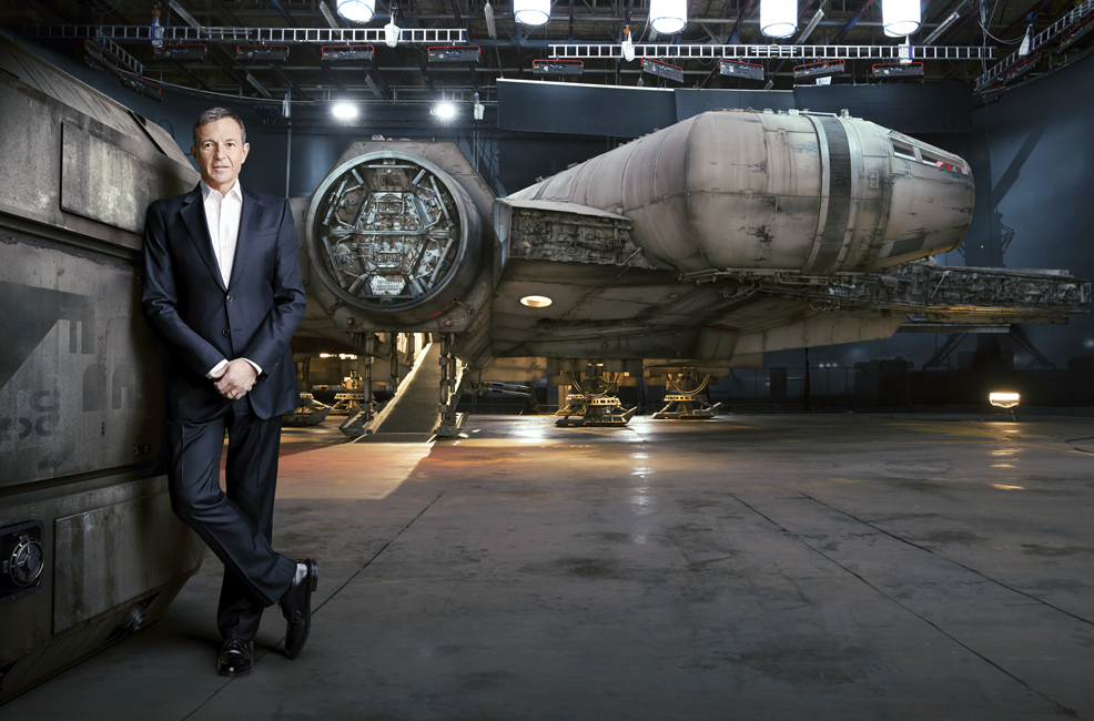 New photo of the millennium falcon in star wars the force for Interieur faucon millenium