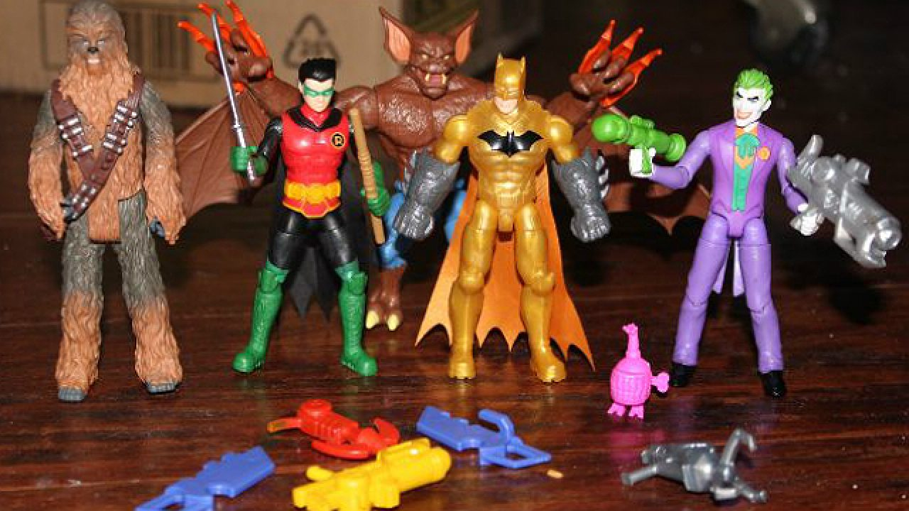 """DC Comics 4/"""" Action Figure BATMAN with 3 mystery accessories by Spin Master"""